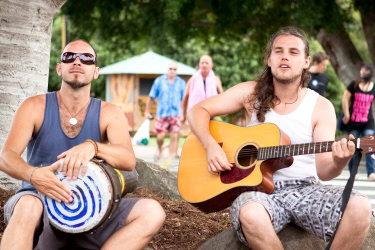5. Buskers in Byron Bay_credit Jimi Richardson_2010 (2)