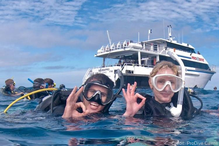 Great-Barrier-Reef-5-Day-Scuba-Diving-Course-Scuba-Divers.jpg
