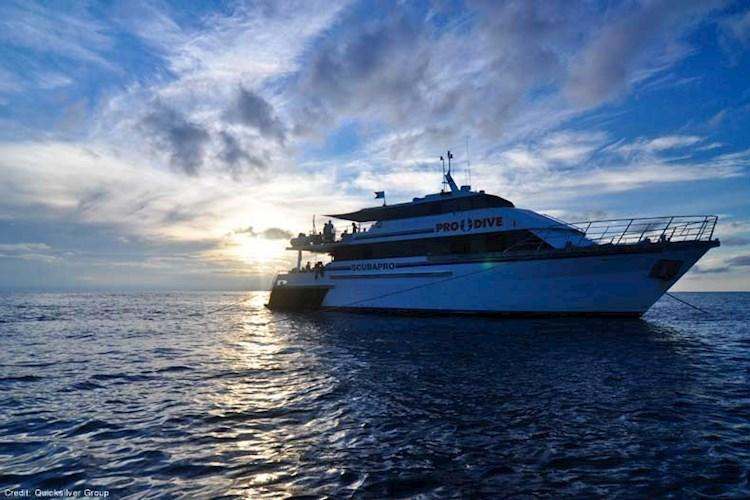 Great-Barrier-Reef-5-Day-Scuba-Diving-Course-Sunset-Boat.jpg