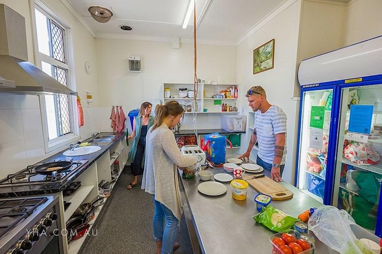 Bunbury YHA - Kitchen.jpg