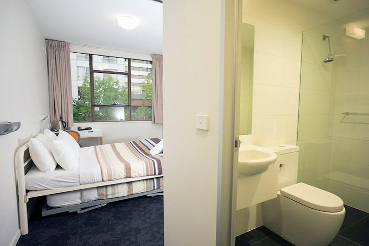Canberra City YHA Double Ensuite 2017 (2).jpg