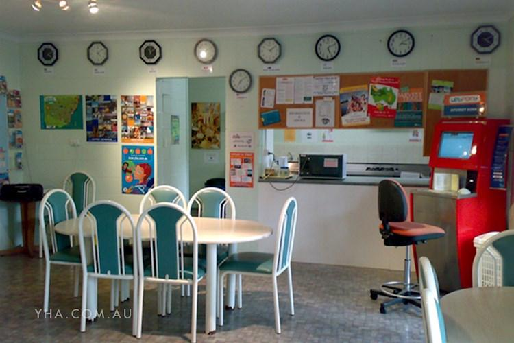 Batemans Bay YHA - Dining Room