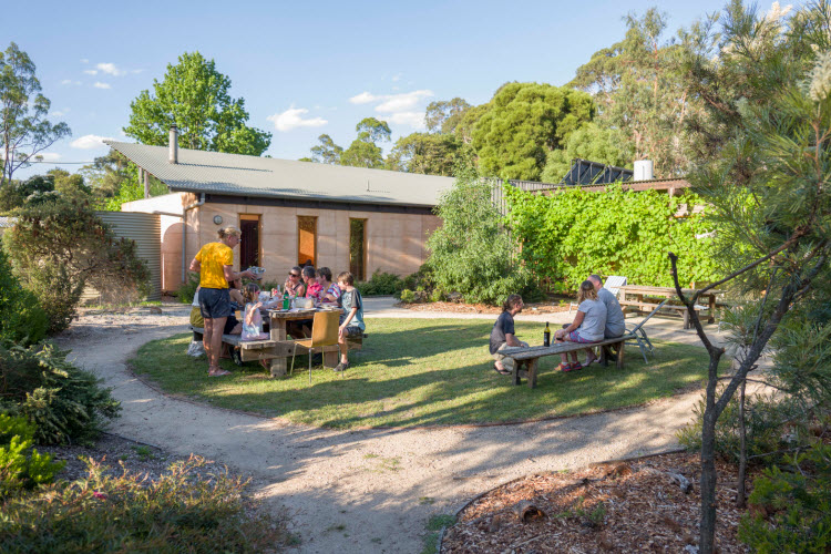 6. Grampians Eco YHA_outdoor dining_2017 (9)
