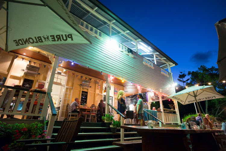 9. Noosa Heads YHA - Beer Garden & Bar (13)