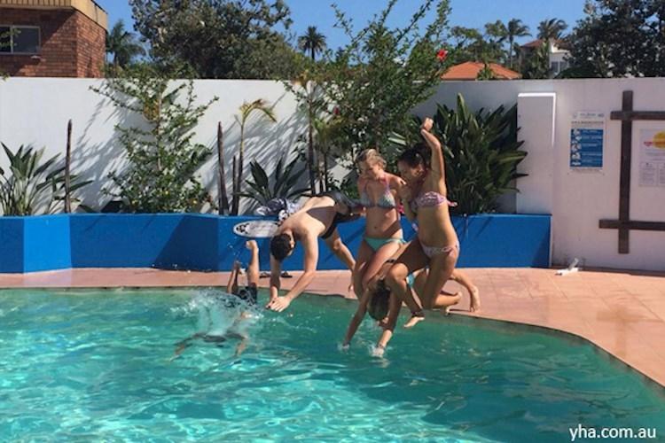 Sydney-Beachouse-YHA-pool(3).jpg