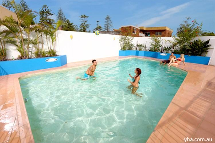 Sydney Beachouse YHA_pool.jpg