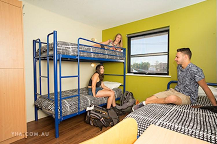 Brisbane City YHA_3 Share Dorm_2016 (17).jpg