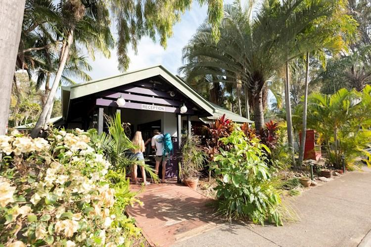 Hervey Bay YHA Exterior 2019 edited.JPG