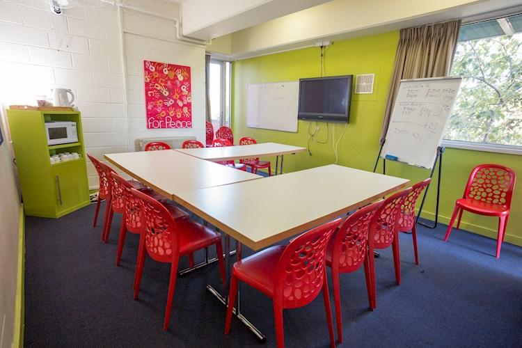 eeting Room - Melbourne Metro YHA