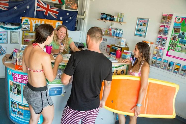 Surfers_Paradise_YHA_Backpackers_Tour_Desk.jpg