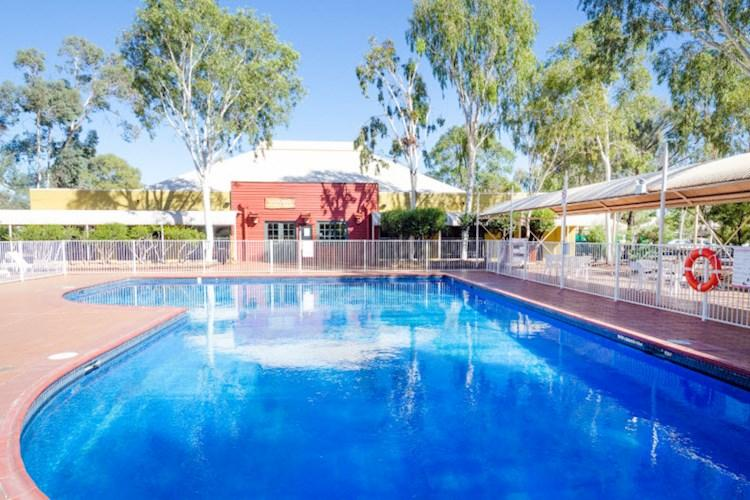 Ayers Rock YHA   Swimming Pool