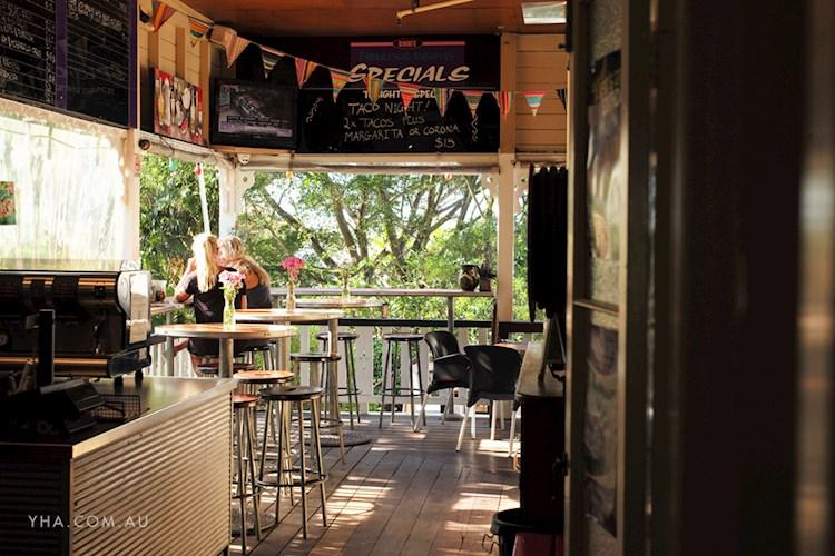 Noosa Heads YHA - Beer Garden and Bar (17).jpg