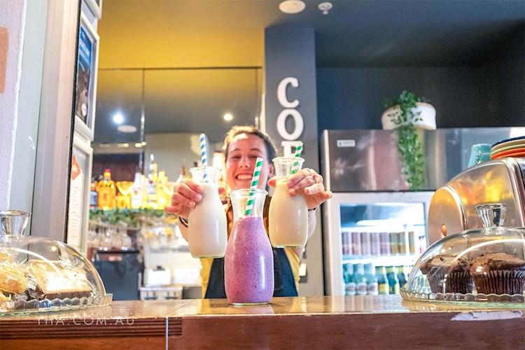 Melbourne Central YHA_bar_cafe_smoothie_2019.jpg