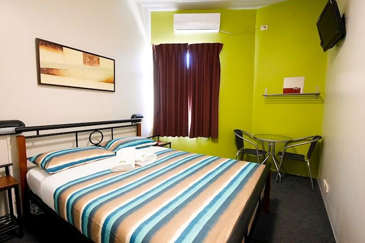 Perth City YHA_Double Ensuite (2).jpg