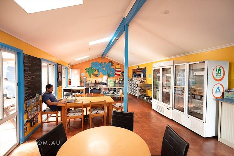 Port Macquarie YHA - Kitchen
