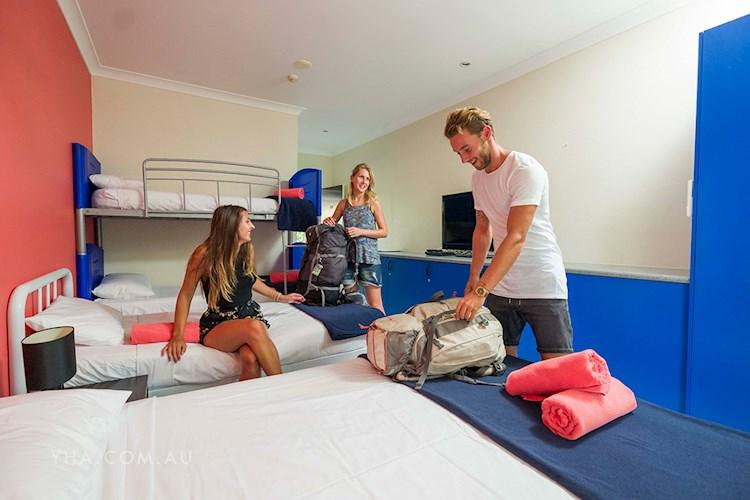Port Douglas YHA - Multi Share Room