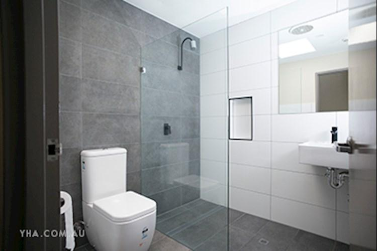 Brisbane City YHA_Double Ensuite_2017.jpg