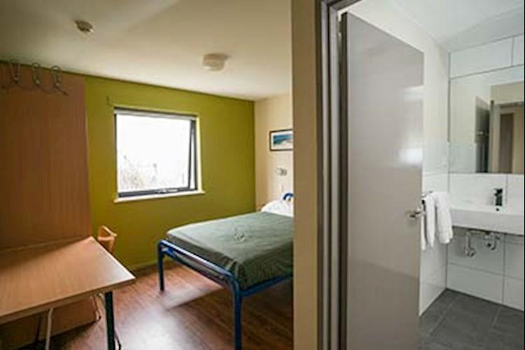Brisbane City YHA_Double Ensuite_2018.jpg