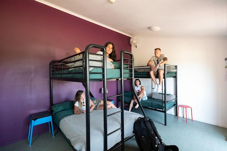 Hunter Valley YHA_5 bed family_ensuite_2019 (14).jpg