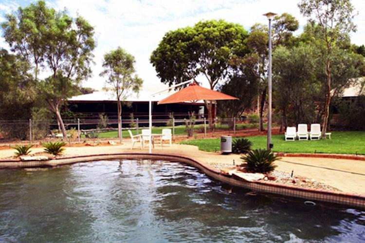 YHA Kings Canyon Holiday park hostel - pool