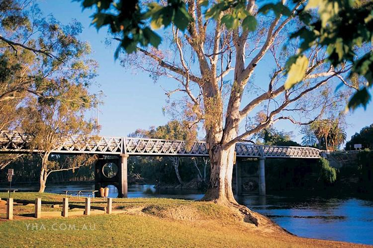 Albury YHA - Albury Bridge