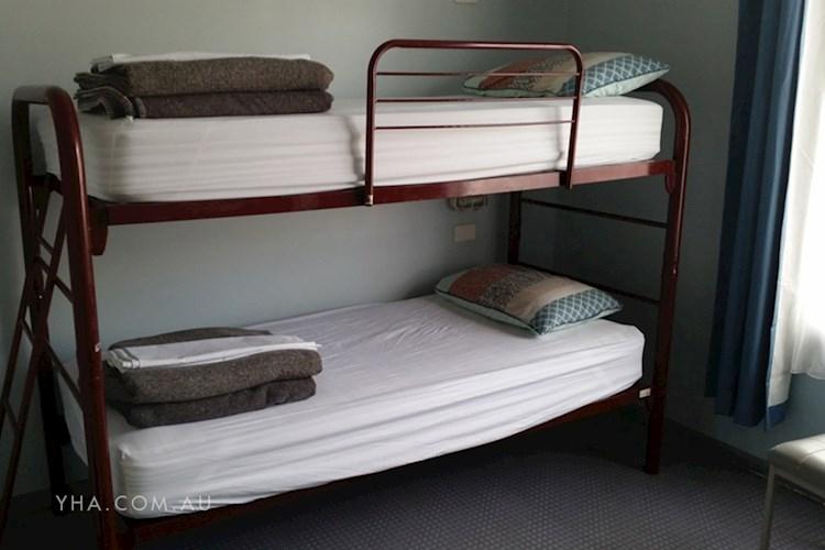 Albury YHA - Multishare Room