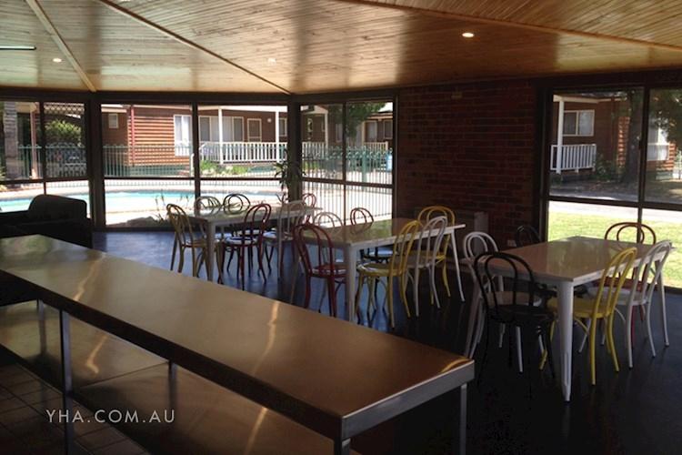 Albury YHA - Dining Area