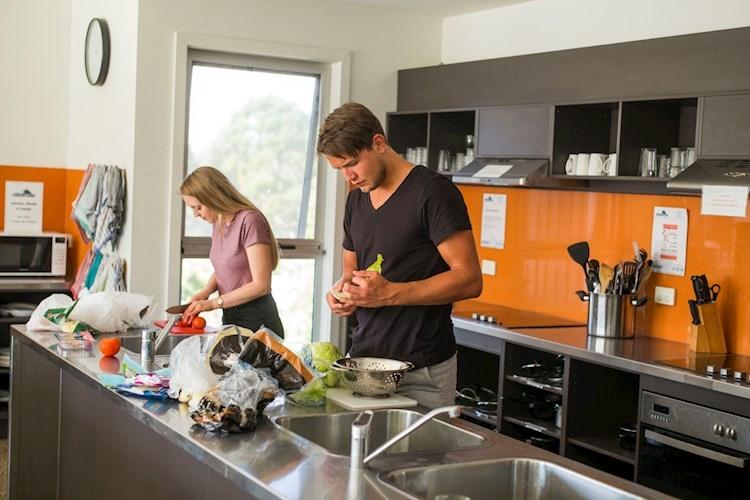 Phillip Island YHA_Kitchen-Dining_3.jpg