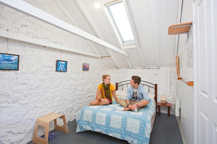(8)Port-Fairy-YHA-Double-Room2.jpg