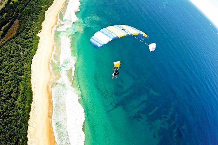 Skydive Sydney- Cruising back to the beach