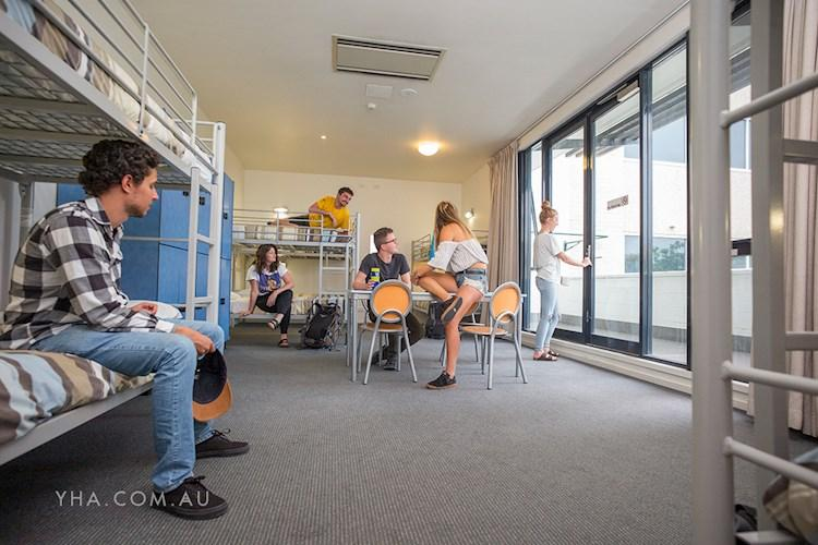 Canberra City YHA - Multishare Rooms
