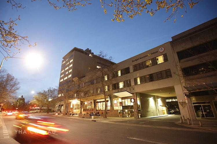 Canberra City YHA - Twilight Exterior
