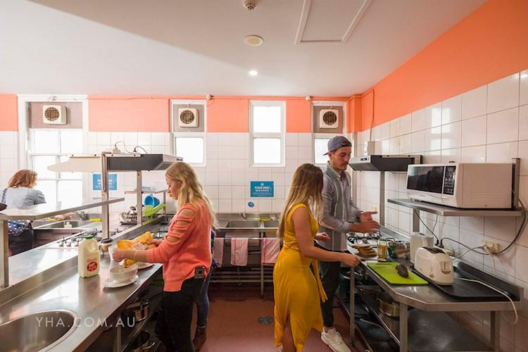 Perth City YHA_kitchen_2018 (4).jpg